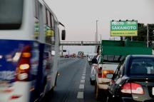 População enfrenta fila de mais de 4 horas para conseguir abastecer em um posto de combustíveis na rodovia Presidente Dutra, no município de Guarulhos na grande São Paulo, nesta terça-feira(29). Foto: Marcelo Chello/CJPress