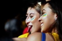 BRA51. SAO PAULO (BRASIL), 02/07/18. - Los aficionados brasileños acompañan el partido contra México por los octavos de final del Mundial de Rusia 2018, el lunes 2 de julio, en la Fan Fest en el valle del Anhagabaú, en Sao Paulo. EFE/Marcelo Chello