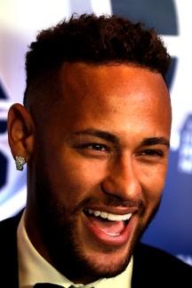 """O jogador do Paris Saint-Germain, Neymar Jr, durante leil""""o beneficente da fundaÁ""""o que leva o seu nome em um hotel de S""""o Paulo, na noite desta quinta-feira, 19. Foto: Marcelo Chello/CJPress"""