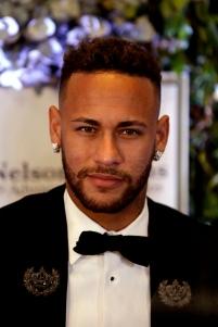 O jogador do Paris Saint-Germain, Neymar Jr, durante leilão beneficente da fundação que leva o seu nome em um hotel de São Paulo, na noite desta quinta-feira, 19. Foto: Marcelo Chello/CJPress