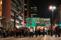 Sao Paulo, Sao Paulo, Brazil - Aug, 2018 - Protesters gathered this Wednesday (8), in front of the Argentine consulate in the city of Sao Paulo in support of approval of the bill in a vote in the Argentine Senate, which legalizes the practice of abortion in the country. In Brazil the issue is under discussion in the Federal Supreme Court. (Credit Image: © Marcelo Chello via ZUMA Wire)