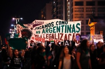 """Sao Paulo, Sao Paulo, Brazil - Aug, 2018 - Protesters gathered this Wednesday (8), in front of the Argentine consulate in the city of Sao Paulo in support of approval of the bill in a vote in the Argentine Senate, which legalizes the practice of abortion in the country. In Brazil the issue is under discussion in the Federal Supreme Court. In the band the phrase: """"Let's do like the Argentines for the legalization of abortion."""" (Credit Image: © Marcelo Chello via ZUMA Wire)"""