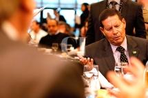 São Paulo (SP), 17/09/2018, Hamilton Mourão participa de debate na sede do Secovi em SP - O vice-candidato na chapa de Jair Bolsonaro à presidência, Hamilton Mourão(PRTB), participou, nesta segunda-feira(17), em São Paulo, de um debate na sede do Secovi-SP. Foto: Marcelo Chello/CJPress/Agência O Globo