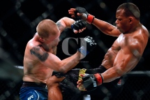 "Sao Paulo, Sao Paulo, Brazil - Sep, 2018 - Fighting between fighters Francisco Trinaldo ""Massaranduba"" (BRA) and Evan Dunham (USA) during UFC Fight Night São Paulo, this Saturday (22), at the Ibirapuera gymnasium in São Paulo. (Credit Image: © Marcelo Chello via ZUMA Wire)"